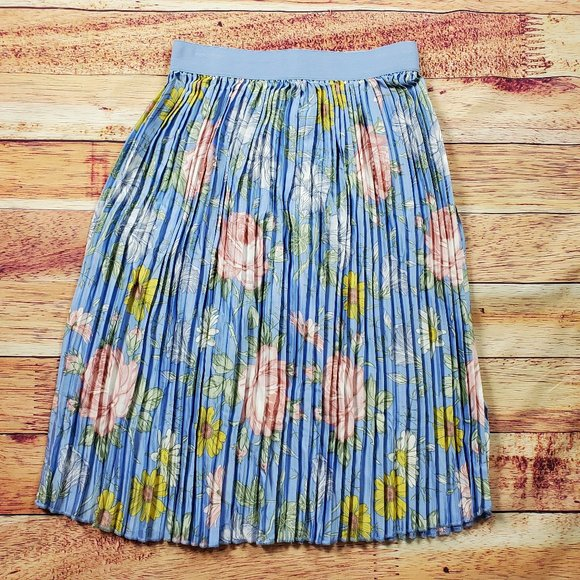 Lularoe Dresses & Skirts - LulaRoe Jill Skirt Size Medium Blue Floral Pleated